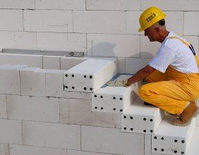 Straight staircase / concrete / enclosed / masonry